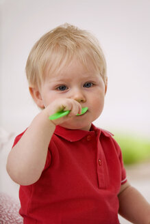 Baby boy (1-2) playing with plastic spoon - SMO00364
