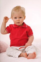 Baby boy (1-2) playing with plastic spoon - SMO00358