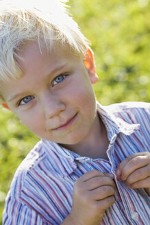 Little boy (2-3) buttoning up his shirt, portrait - SMO00277