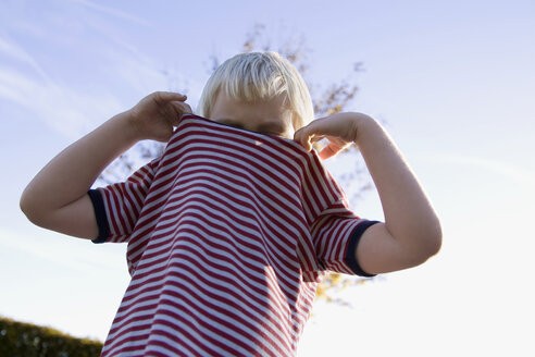 Little boy (4-5) wearing a striped shirt, low angle view - SMO00259