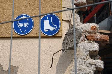 Signs on house wall - 00472LR-U