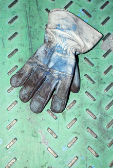 Working glove on metal sheet, elevated view - AWDF00215