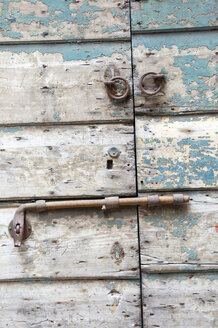 Italy, Venice, Vintage wooden door with interlock, close up - AWDF00191