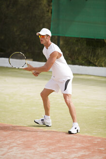 Germany, Bavaria, Munich, man playing tennis - UKF00158