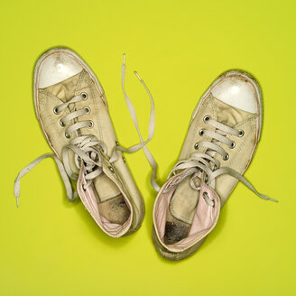 Old sneakers, elevated view - MUF00654