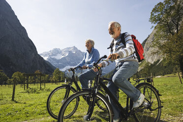 Austria, Karwendel, Senior couple biking - WESTF10531