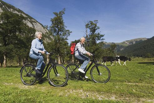 Austria, Karwendel, Senior couple biking - WESTF10528