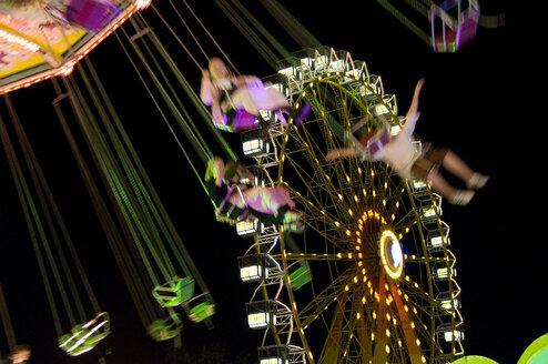 Germany, Bavaria, Munich, Oktoberfest, Ferris wheel at night - GNF01090