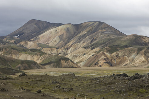 Iceland, Mountain scenery with cloudy sky - FF00992