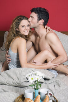 Young couple having breakfast in bed - NHF00989