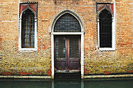Italy, Venice, Old building on the waterfront - WWF00343
