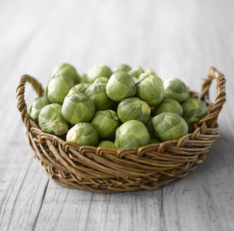 Raw Brussels sprouts in basket - KSW00331