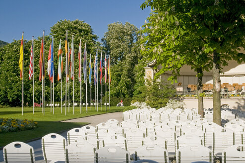 Germany, Baden-Württemberg, Baden-Baden, Spa gardens, Deserted chairs - SH00322