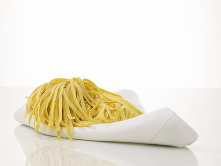 Fresh uncooked pasta - AKF00093