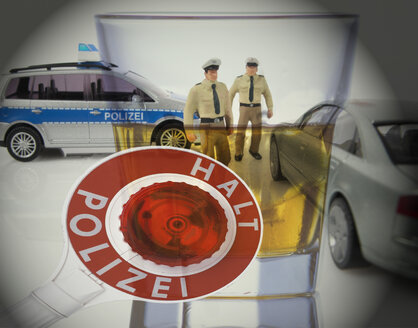 Stop-Police sign and Policemen figurines - TH01028