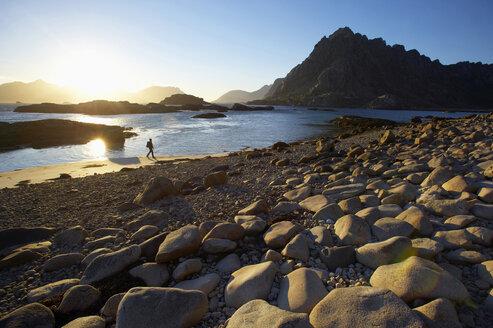 Norway, Lofoten, Austvagoya, Woman hiking - MR01183