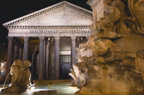 Italy, Rome, Pantheon, Piazza della Rotonda at night - PSF00099