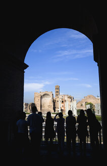 Italy, Rome, Tourists looking at Temple of Venus and Roma - PSF00096