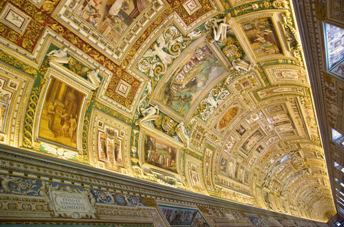 Italy, Rome, Vatican City, Museum, Gallery of maps, ceiling painting, low angle view - PS00148