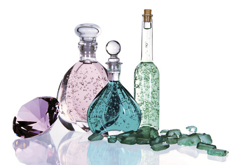 Bottles with bath essences, gemstones, close up - 00495LR-U