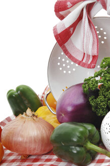 Various vegetables and strainer, close-up - 00489LR-U