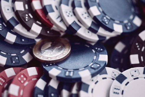Gambling chips and 1 Euro coin, full frame - MFF00397