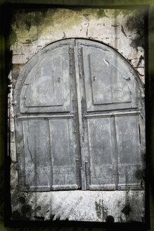 Closed wooden door - AWD00366