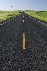 USA, Washington State, Empty road - RUEF00206