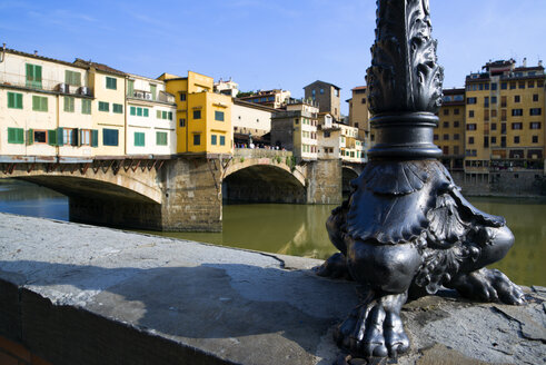 Italy, Florence, Ponte Vecchio, Lamp stand of street light in foreground - PSF00289
