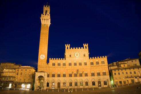 Italy, Tuscany, Siena, Palazzo Pubblico at night - PSF00241