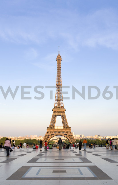 France, Paris, Eiffel Tower, tourists in foreground - PSF00196