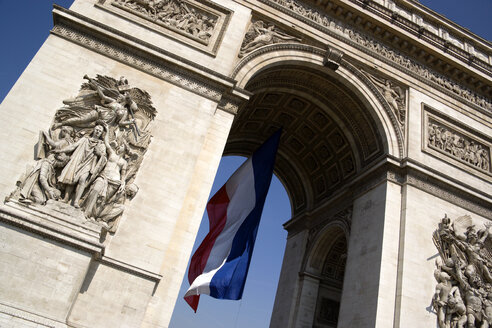 France, Paris, Arc de Triomphe, low angle view - PSF00163
