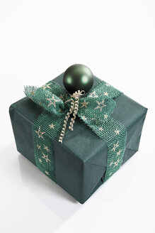 Gift wrapped with green wrapping paper - 11141CS-U