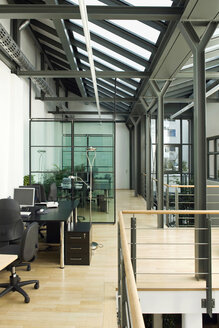 Germany, Munich, Open plan office - WESTF11804