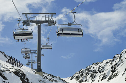 Austria, Tyrol, Stubai Glacier, Fernau Ski lift - MBF00929