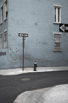 USA, New York City, Street, One way sign - TH01061
