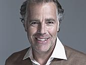Man smiling, portrait, close-up - WEST12295