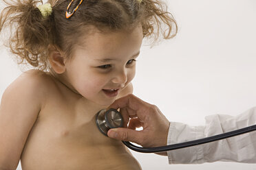 Doctor examining girl (2-3) with stethoscope - LDF00691