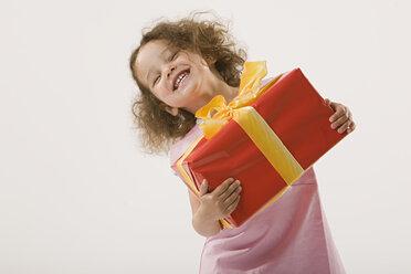Girl (2-3) holding present, portrait - LDF00688