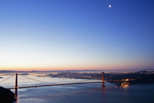 USA, California, San Francisco, Golden Gate Bridge at twilight - FOF01514