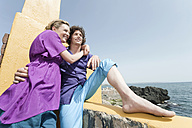 Spain, Mallorca, Couple on terrace, ocean in background - WESTF12652