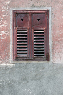 Italy, South Tyrol, Closed shutter, close-up - AWD00414