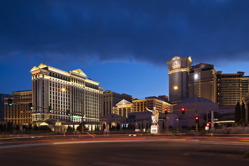 USA, Las Vegas, Caesar's Palace at night - FOF01577