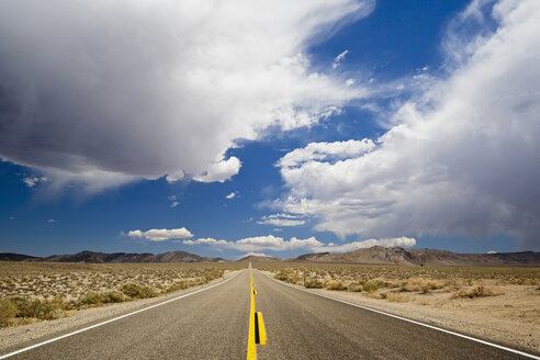 USA, California, Death Valley, Deserted highway - FOF01571
