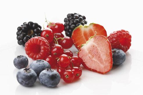 Fresh wild berries, close-up - 11812CS-U