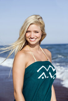 Turkey, Young woman on beach, smiling, portrait, close-up - RDF00972
