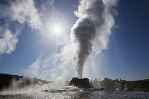 USA, Yellowstone Park, Wyoming, Castle Geyser - FOF01762