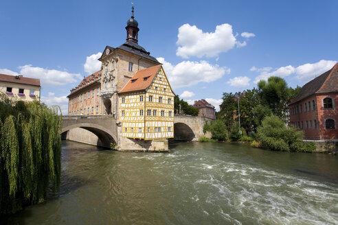 Germany, Bavaria, Franconia, Bamberg, Old City Hall over river - WDF00602