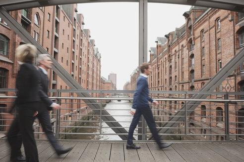 Germany, Hamburg, Business people crossing bridge - WESTF13866