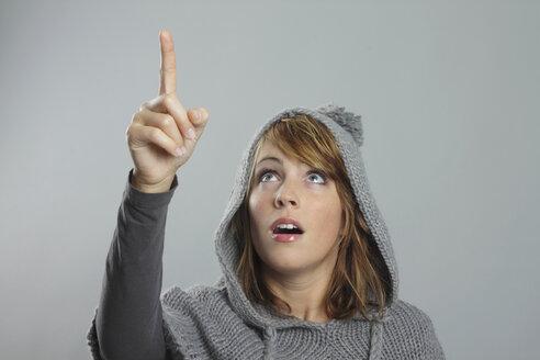 Woman  pointing upwards, portrait - MBEF00020